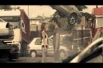 Screenshot dal video del brano Chiaro