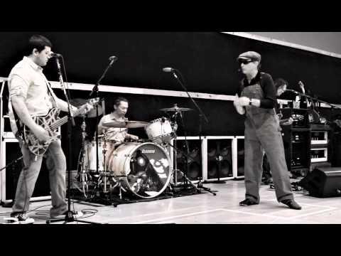 She's the Woman | Van Halen | Video e testo