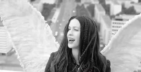 """Alanis Morissette """"Receive"""": traduzione testo e video"""