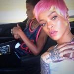 rihanna capelli rosa macchina