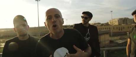 il-lago-che-combatte-videoclip