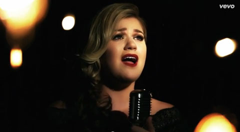 wrapped-in-red-videoclip-kelly-clarkson