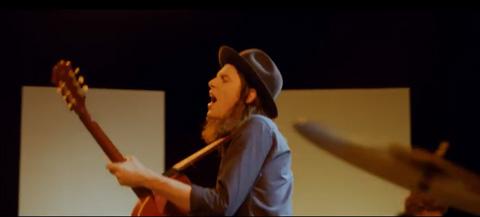Hold-Back-The-River-videoclip-James-Bay