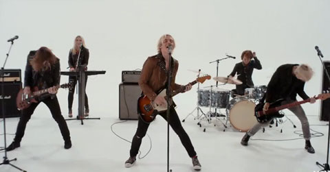 Lets-Not-Be-Alone-Tonight-video-r5