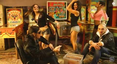 sing-a-song-videoclip-Village-Girls-vs-Andrea-T-Mendoza