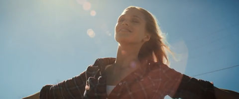 supergirl-videoclip-Anna-Naklab-Alle-Farben-younotus