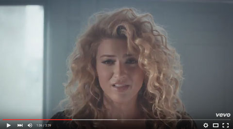 hollow-videoclip-tori-kelly