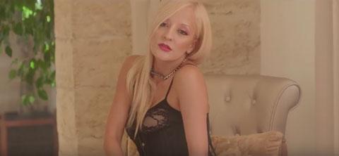 Summerlove-Right-now-na-na-na-video-carolina-marquez