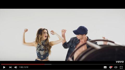 boombox-videoclip-laura-marano