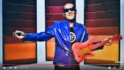 happy-video-luca-carboni