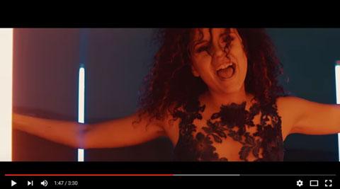 Un-abbraccio-al-sole-video-Giulia-Luzi