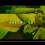 Pitbull: ascolta Greenlight feat. Flo Rida & LunchMoney Lewis (con testo e traduzione)