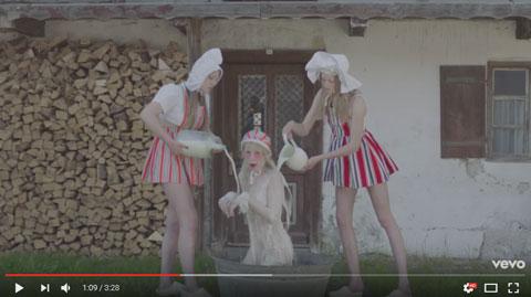milk-bath-videoclip-petite-meller