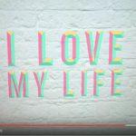 Robbie Williams: ascolta il nuovo brano Love My Life + testo e traduzione + video ufficiale