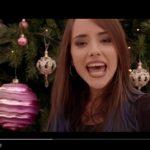 Giulia Penna: guarda il video del nuovo singolo Fuori è già Natale dalla colonna sonora di Un Natale al Sud (testo)