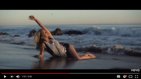 life-goes-on-videoclip-fergie