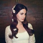 """Lana Del Rey: ascolta il nuovo singolo """"Coachella – Woodstock In My Mind"""" (con testo e traduzione)"""