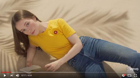 Strangers-official-video-Sigrid