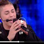 """Amici 17 – Einar Ortiz e il singolo """"Non C'è"""": video e testo della canzone"""