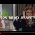 Leo Stannard in duetto con Chiara Galiazzo sulle note di Gravity: video, testo e traduzione