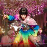 """Katy Perry: guarda il video di """"Hey Hey Hey"""" nei panni di Maria Antonietta che viene decapitata"""