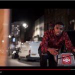Ramz e il singolo d'esordio Barking: video ufficiale, testo e traduzione