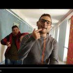 """Rocco Hunt – """"Arrivano i prof"""" dalla colonna sonora del film: video e testo"""
