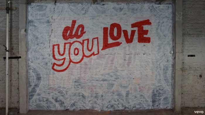 il Lyric Video di Who Do You Love