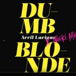 il lyric video di dumb blonde