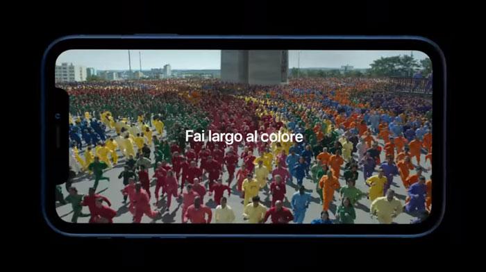 frame della pubblicità iphone xr