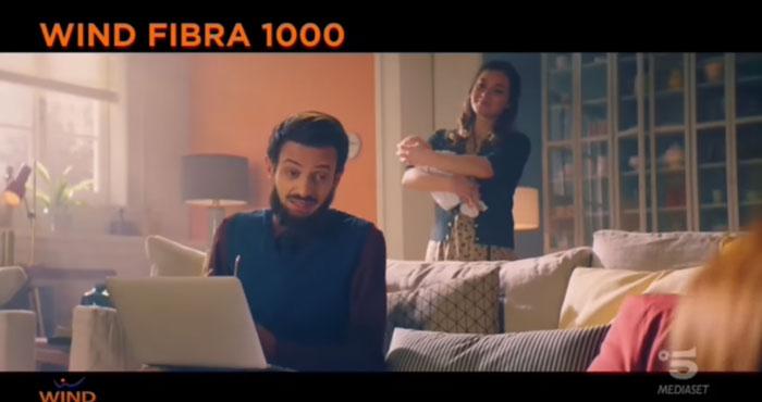 pubblicità wind fibra 1000 con rovazzi padre di famiglia