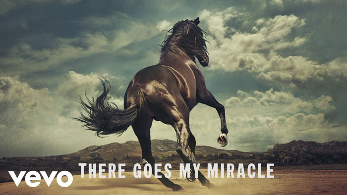 frame del lyric video di There Goes My Miracle