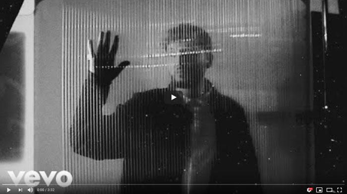 frame lyric video Falling like the Stars