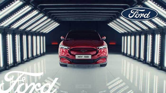 pubblicità ford auto elettriche mustang Mach-E 2020