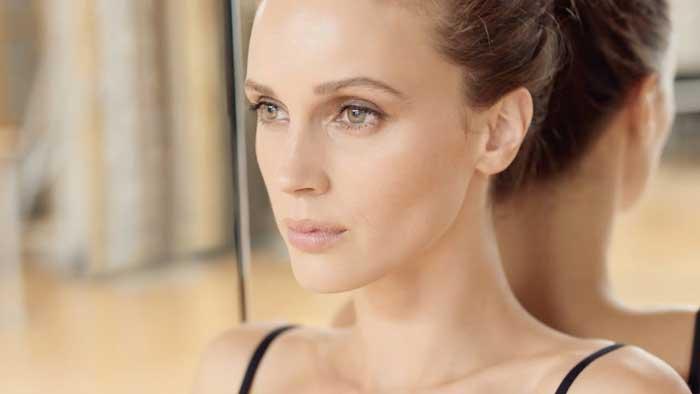 pubblicità Chanel Les Beiges Healthy Glow Foundation 2020