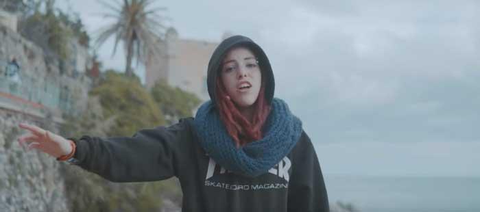 frame del video della canzone 13