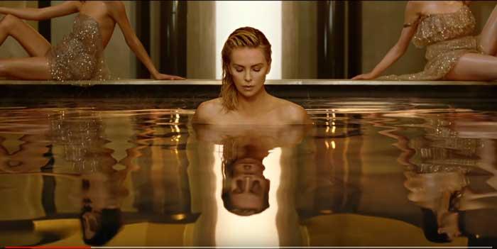 pubblicità jior j'adore absolu con Charlize Theron
