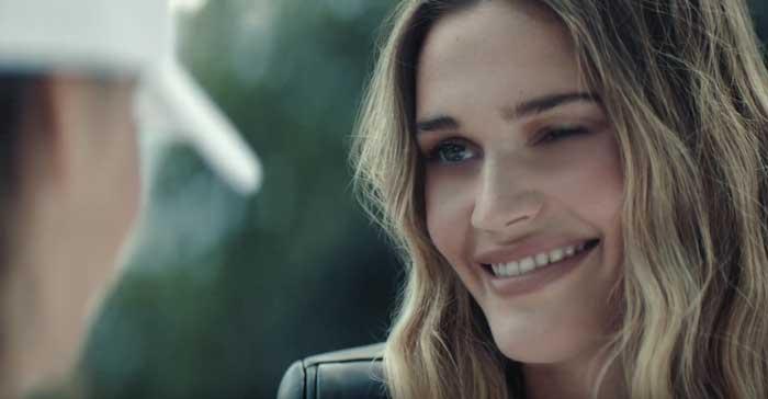 pubblicità profumo donna trussardi 2021 con Noel Berry
